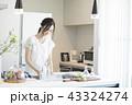 キッチンの女性 43324274