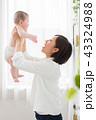 赤ちゃん ベビー お母さんの写真 43324988