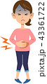 腹痛のため腹部を押さえる女性 43361722
