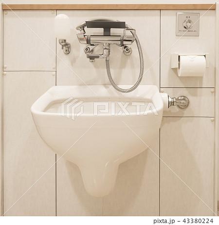 多機能トイレ(多目的トイレ)のオストメイト設備 43380224