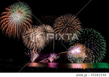 福井県 三国花火大会 打ち上げ花火 斜め打ち スターマイン 比較明合成 43381540