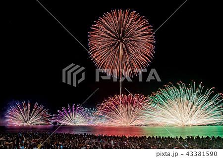 福井県 三国花火大会 打ち上げ花火と水中花火 43381590