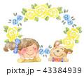 犬と女の子 黄色いバラのフレーム 43384939