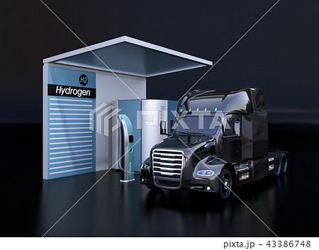 黒バックに水素ステーションに水素充填中のトラックのイメージ 43386748