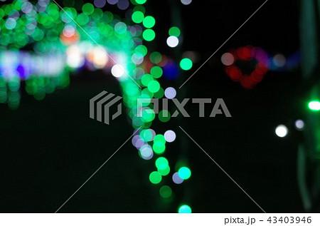 群馬県榛名湖のクリスマスイルミネーションフェスティバル、抽象的なきらきらした装飾、ピンぼけの光 43403946