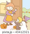 ハロウィンで家を訪れる子供 43412321