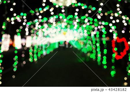 群馬県榛名湖のクリスマスイルミネーションフェスティバル、抽象的なきらきらした装飾、ピンぼけの光 43428182