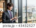 オフィス 男性 タブレットの写真 43432527