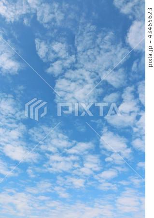 秋晴れの青空と雲 43465623