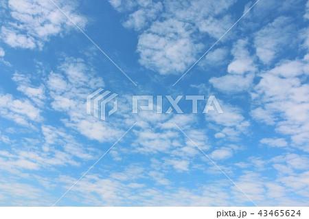 秋晴れの青空と雲 43465624