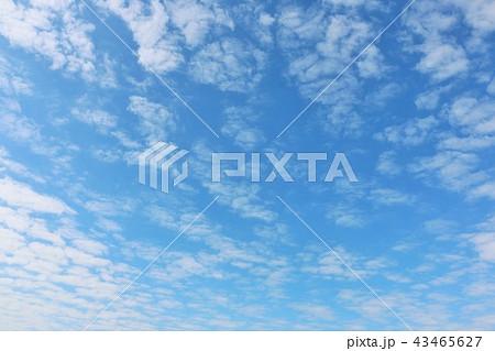 秋晴れの青空と雲 43465627