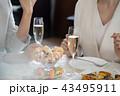 パーティ 会食 女性の写真 43495911