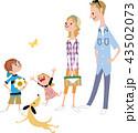 若い家族と犬 43502073