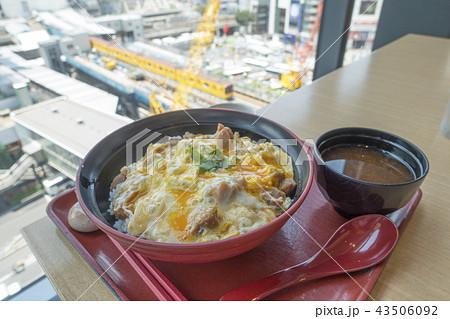 再開発工事中の渋谷駅街区2019年度オープン超高層ビル最大級の商業施設を想像しながら食べる親子丼 43506092