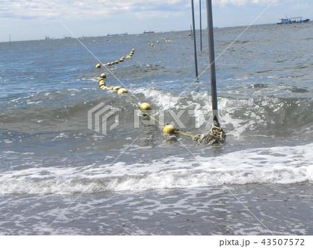 黄色い海水浴場表示ブイ 43507572