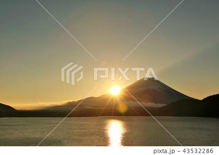 日本の夜明け 富士山と朝日 43532286