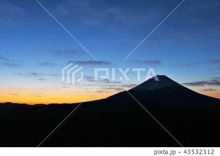 日の出前の霊峰富士 43532312