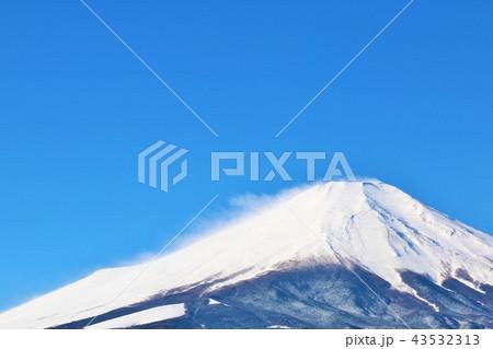 冬晴れの青空と富士山 43532313