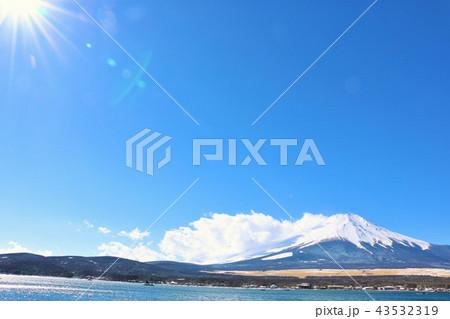 冬晴れの青空と富士山 43532319