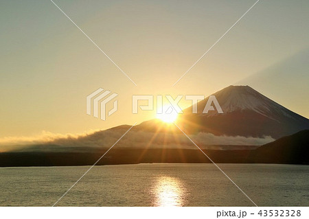 富士山と夜明けの太陽 43532328