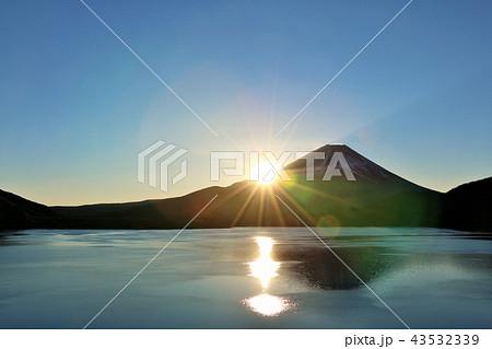 富士山と新年の光 43532339