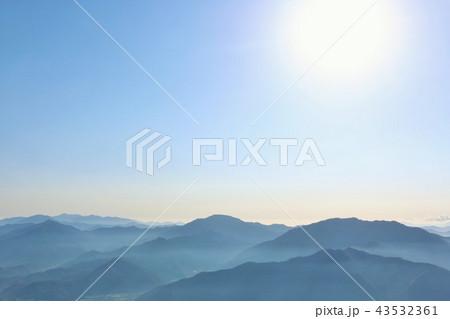 青空と山並み 43532361