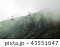 雲の中を走るロープウェイ 43551647