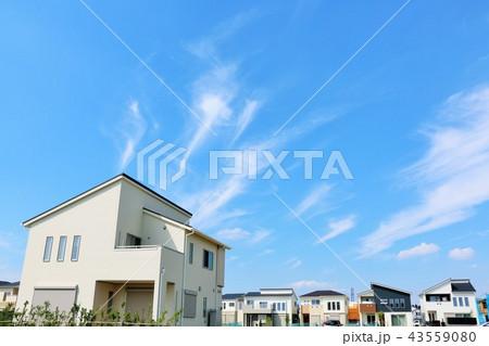 爽やかな青空と新築の家 43559080