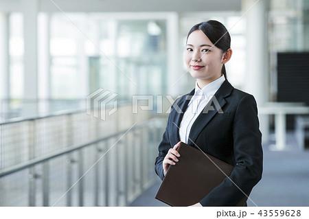 ビジネス 女性 リクルート 新入社員 オフィス ビジネスウーマン 43559628