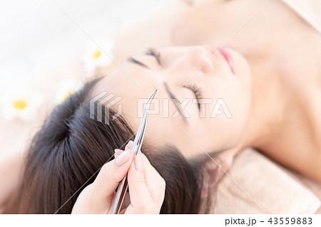 若い女性、マツエク、施術 43559883