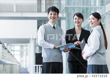 学校 放課後 高校生 男性 女性 友達 勉強 教育 学習 43571016