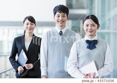 学校 放課後 高校生 男性 女性 友達 勉強 教育 学習 43571036