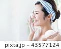 洗顔 泡 クレンジング ビューティー 女性 スキンケア ビューティ 若い女性 美容 43577124
