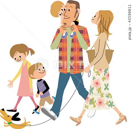 外出する家族 43599811