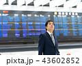 空港の電光掲示板 出張 ビジネスマン 国際空港 仕事 43602852