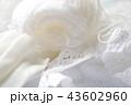 白い毛糸だま 43602960