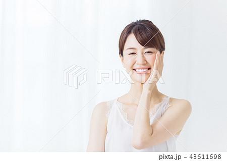 ビューティー 若い女性 43611698