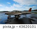雨上がりの小型機 43620101