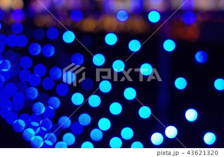 群馬県榛名湖のクリスマスイルミネーションフェスティバル、抽象的なきらきらした装飾、ピンぼけの光 43621320