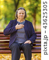 Puzzled aging woman having heart attack outdoors 43625305