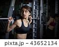 スポーツジム 女性 筋トレ 43652134