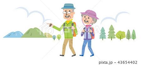 高齢者 ハイキング 登山 イラスト  43654402