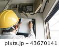 アパート マンション 共同住宅のアンテナ 増幅器を確認する電気工事士 43670141