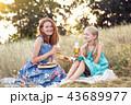 ピクニック 女の子 ファミリーの写真 43689977