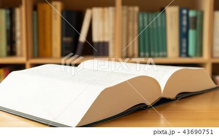辞書 辞典 広辞苑 紙製 アナログ 出版物 国語辞典 本棚 43690751