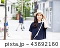 一人旅の若い女性 43692160
