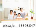 若い家族 43693647