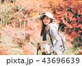 女性 ハイキング 秋の写真 43696639