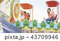 女の子 遊園地 旅行の写真 43709946