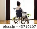 女性 ライフスタイル 車椅子の写真 43710107